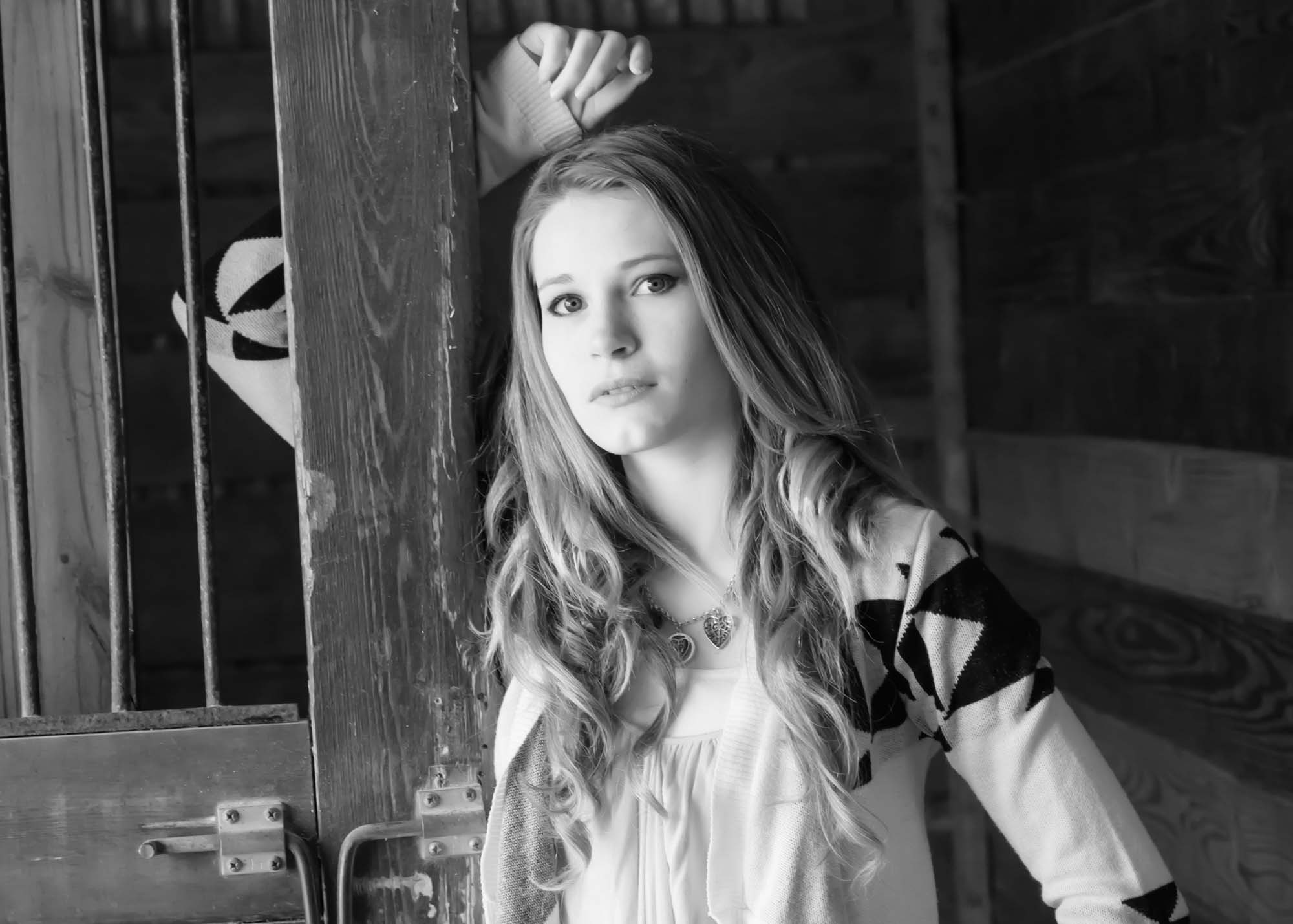 senior picture girl barn black and white