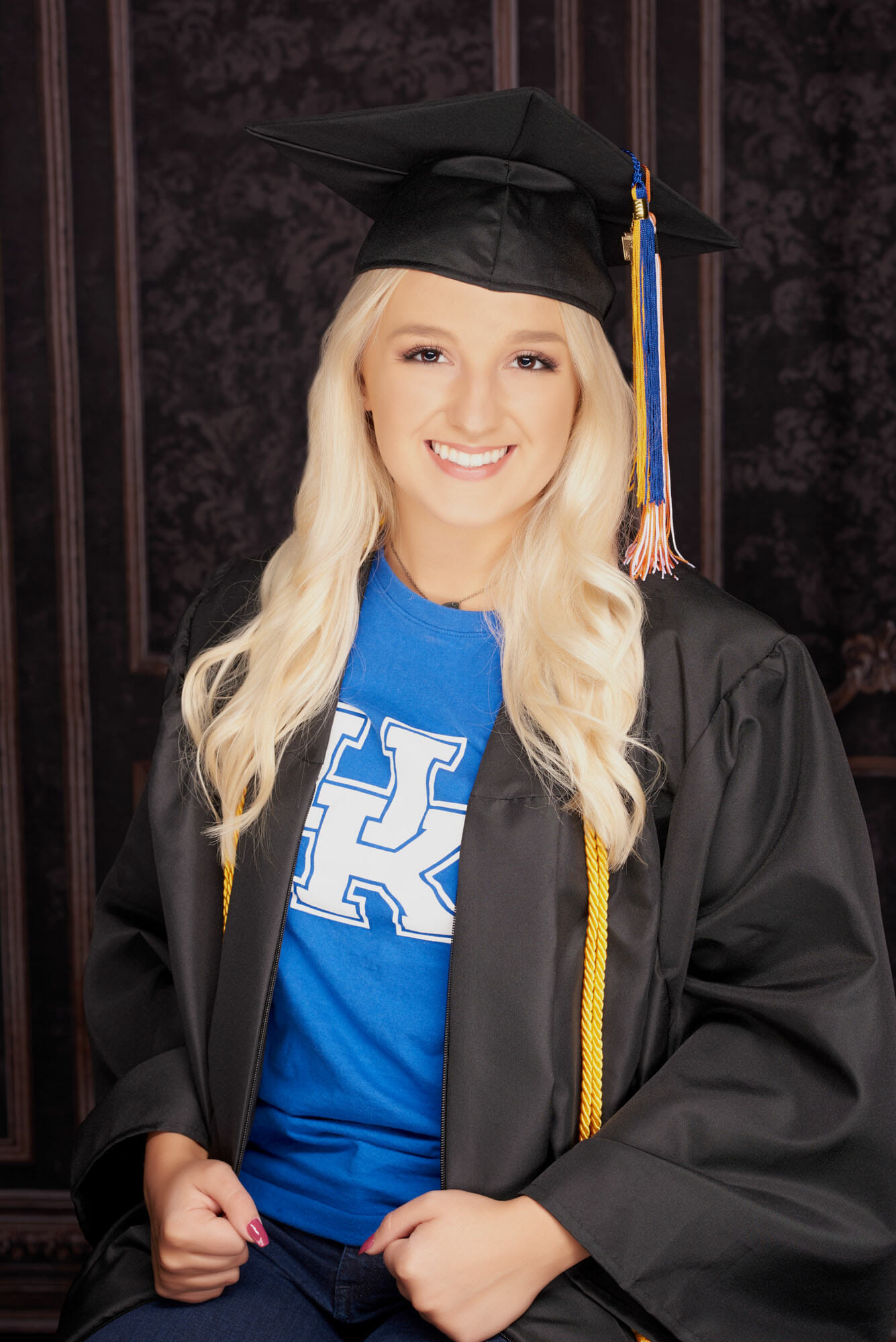 senior picture girl cap and gown