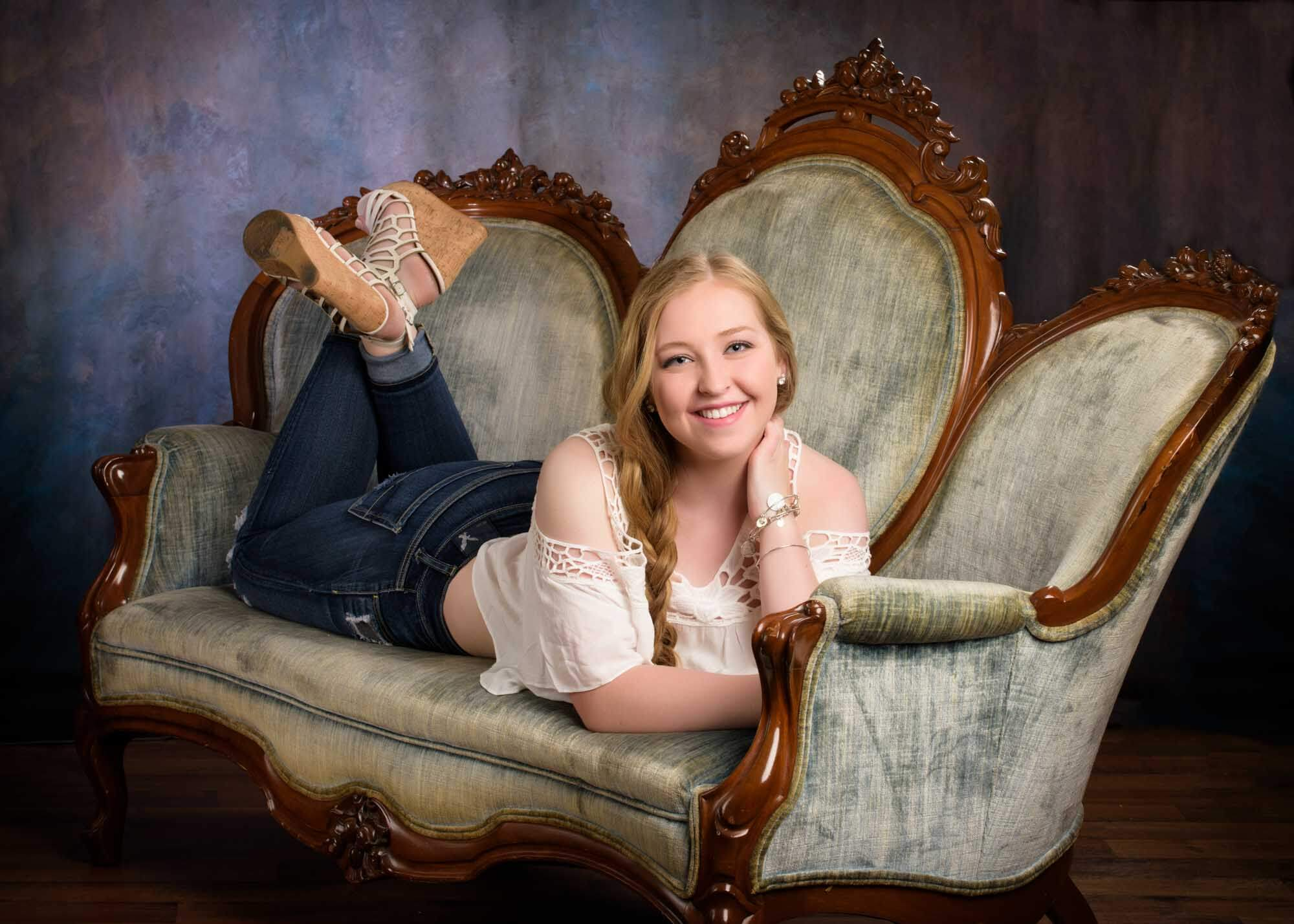 senior picture girl old couch